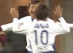 ゴールをともに喜ぶ横浜F・マリノスの渡邉千真と山瀬功治