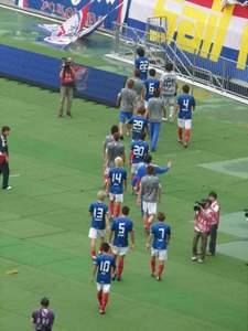 横浜F・マリノスの選手たちの後ろ姿