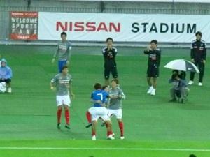 得点を喜ぶ横浜F・マリノス