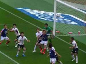 横浜F・マリノスとヴィッセル神戸のゴール前の争い