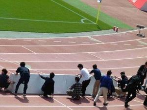 横浜F・マリノス vs コンサドーレ札幌 広告看板が飛ぶ