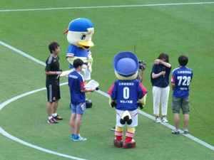 横浜F・マリノス vs 清水エスパルス 試合前のプロポーズ