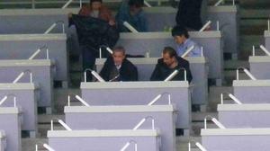 横浜F・マリノスの試合を観るリトバルスキー